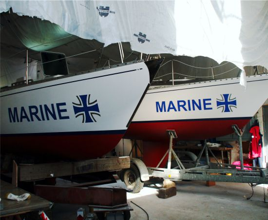 16_Bootsbeschriftung_Marine